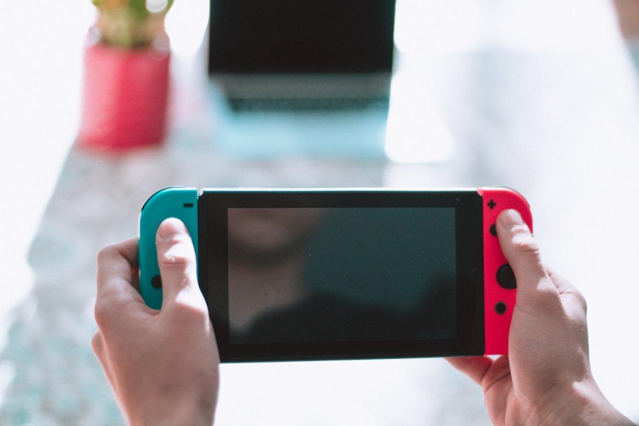 Nintendo Switch Pro prislistas hos fransk återförsäljare